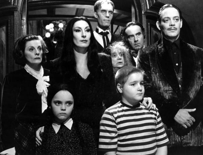 A Love Letter To Gomez In The Addams Family 1991 And The Addams Family Values 1993 Retro Review Screen Mayhem