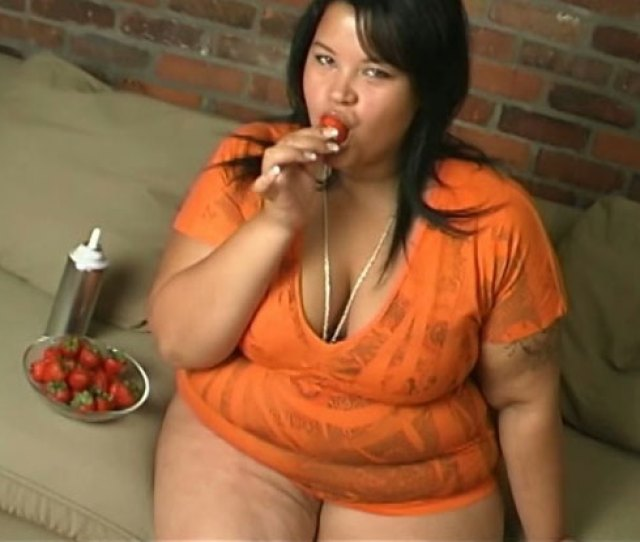 Nasty Bbw Hooker Eats Strawberry And Smears Cream Over Her Boobs And Pussy