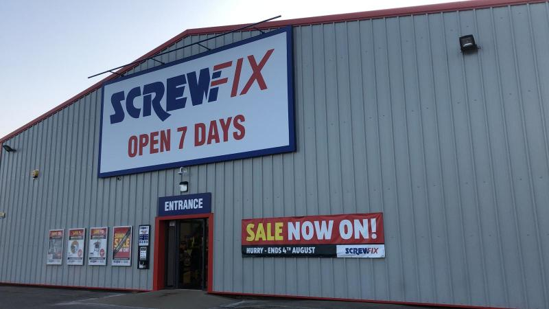 Doncaster – Middle Bank celebrates new Screwfix store opening