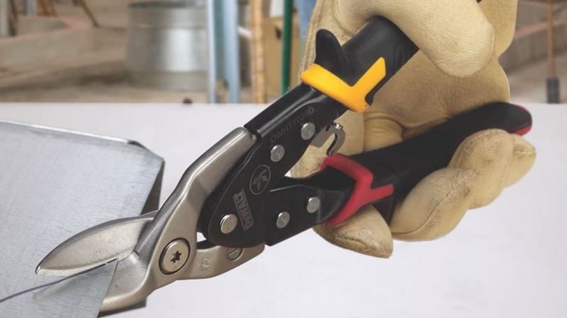 Dewalt launches first UK hand tools range exclusively with Screwfix