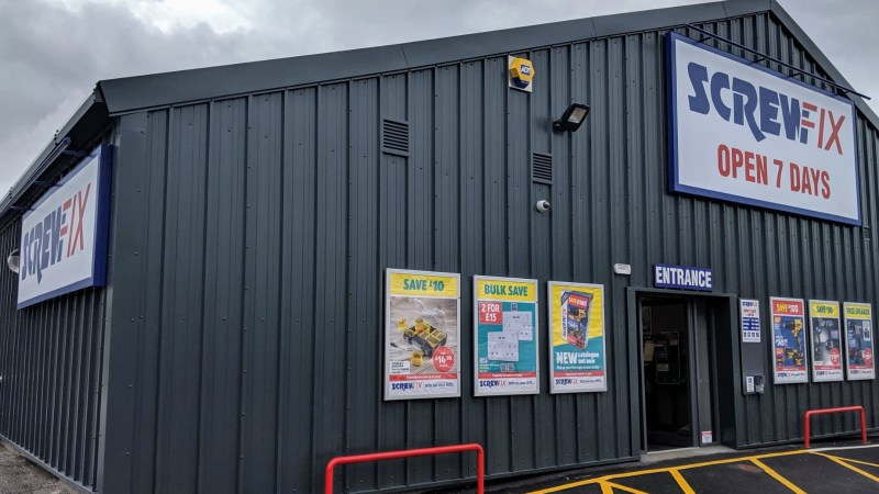 Oban celebrates new Screwfix store opening