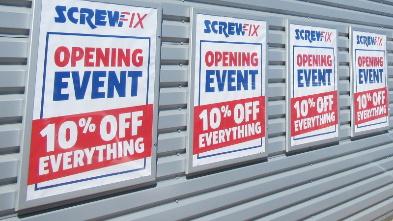 '10% Off' Event at New Mold Store