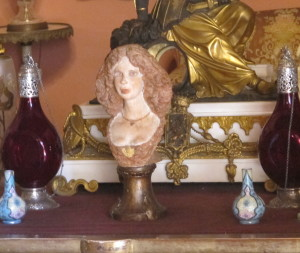 Bust of Cayetana in the Square Room, one of many in the palace.