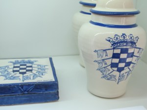 Ceramics with the Casa de Alba coat of arms.