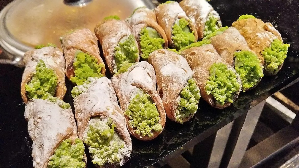 Pistachio cannoli. Never had this before, hmm, and so I munched down two.