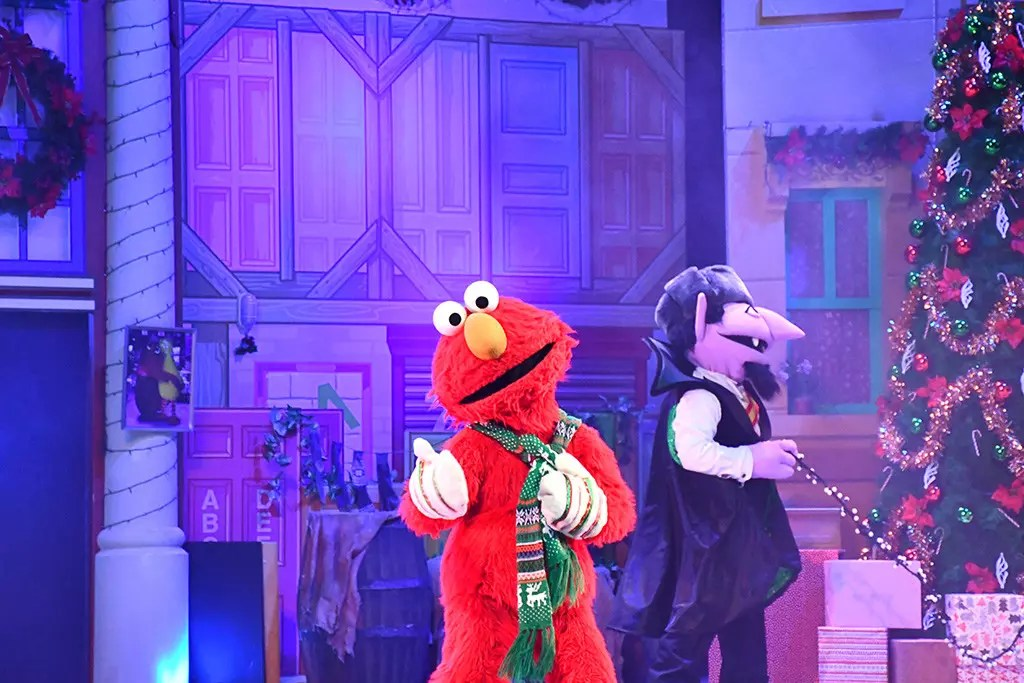 Oscar's Grouchmas Show at Universal Studios Singapore.