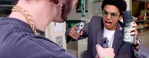 Toute personne normalement constituée est sujette au stress, surtout face à une arme à feu.