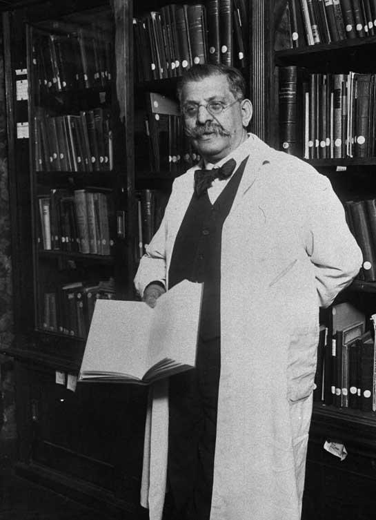 Magnus Hirschfeld, est un médecin allemand, qui fut le premier à étudier la sexualité humaine sur des bases scientifiques et dans sa globalité.