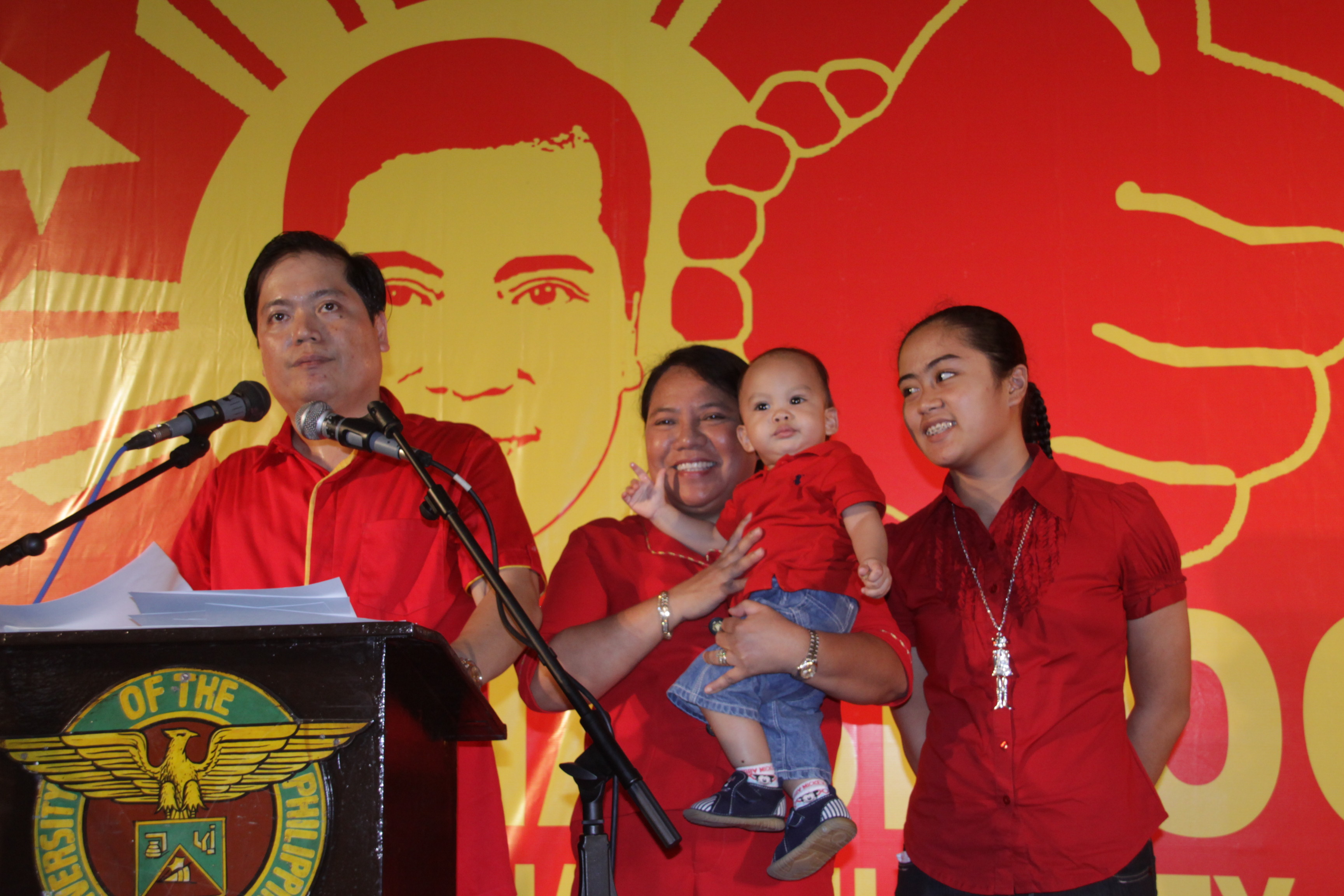 DECLARATION  Iloilo City Vice Mayor Jed Patrick Mabilog announces his candidacy for city mayor in the 2010 elections at the UP Visayas auditorium in Iloilo City Monday. He is joined by his wife Ma. Victoria, daughter Patricia and son Jonathan Felix Miguel. (Photo by Tara Yap)