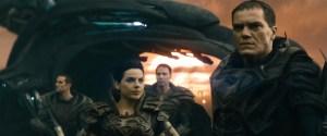 """General Zod e seu exército, utilizando holotecnologia kriptoniana contra Kal-El e a Terra. Cena retirada de """"Homem de Aço"""" (2013)."""