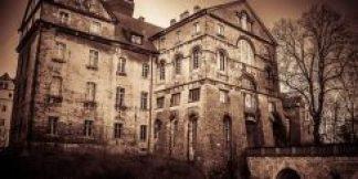 i fatti che accadono all'interno della casa stregata sono sempre più misteriosi