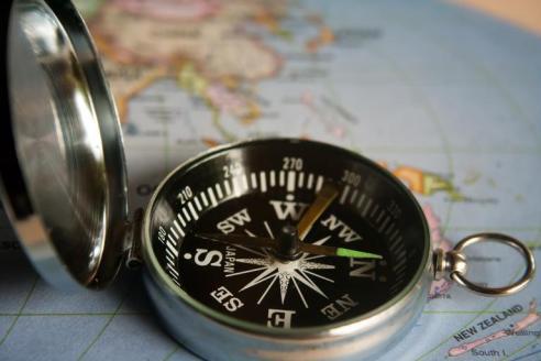 magnetic_compass_navigation_390912