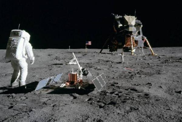Photo of 50 წლის წინ ადამიანმა პირველად დააბიჯა ფეხი მთვარის ზედაპირს