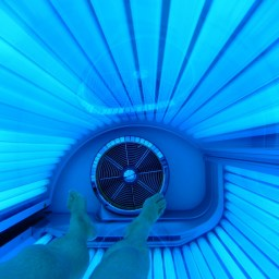"""Tanning beds increase risk of melanoma: That """"healthy glow"""" isn't healthy"""