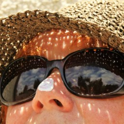 The 411 on Sunblock vs. Sunscreen: Which One Should You Use?