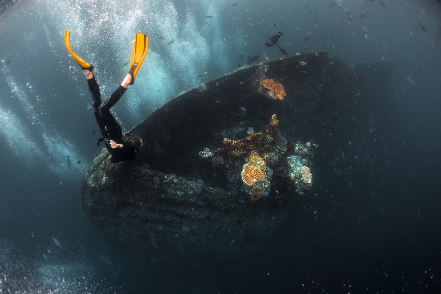 Free diver exploring the USAT Liberty shipwreck in Bali