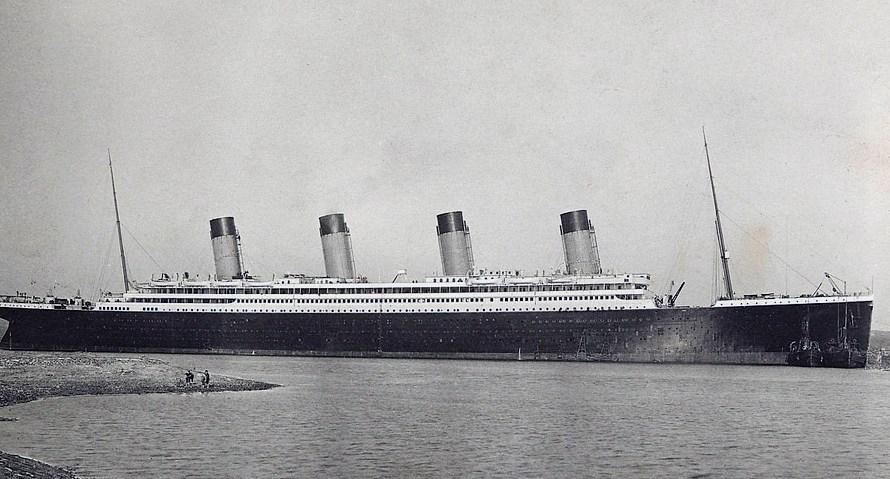 Titanic team abandon wireless salvage