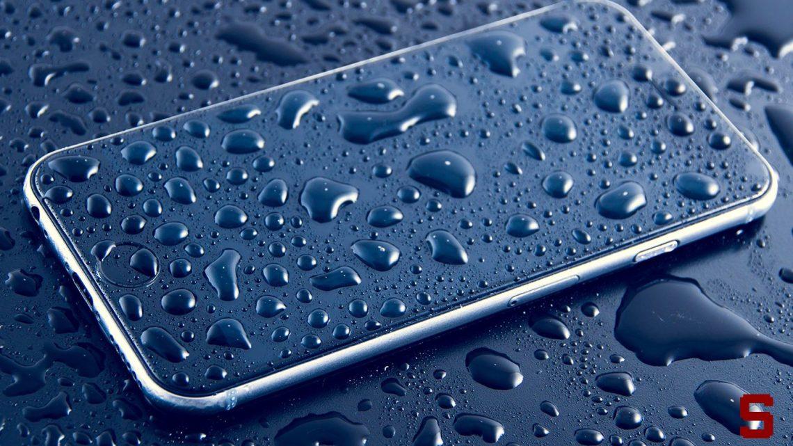 Come capire se uno smartphone è impermeabile o resistente all'acqua