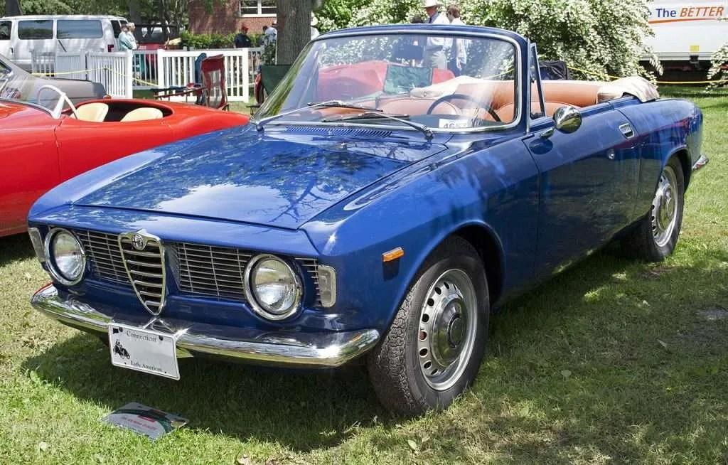 1966_Alfa_Romeo_GT-Giulia_GTC_Spider_front