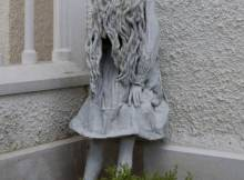 Laura Ford sculpture, Weeping Girl