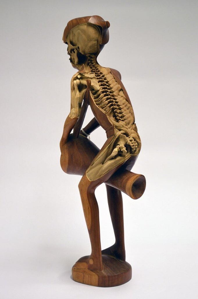 Souvenir, sculpture by Maskull Lasserre, carved back view