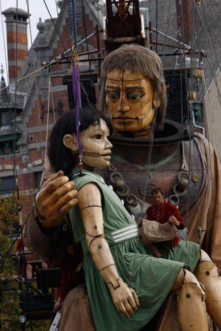 The Diver and his Niece giant sculpture puppets