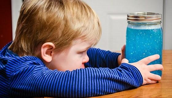 Come realizzare un barattolo della calma Montessori