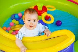 10 Giocattoli per neonati per la crescita sensoriale
