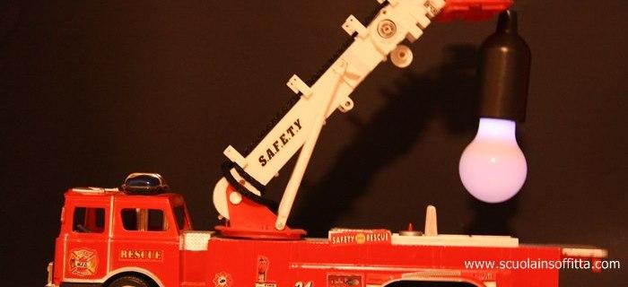 Riciclo giocattoli: il camion lampada
