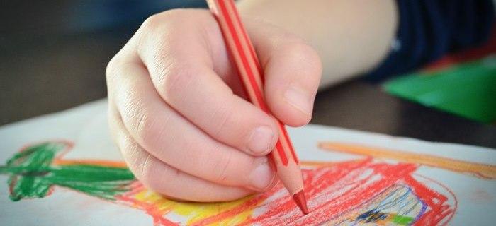5 Domande da fare ai bambini sui loro disegni