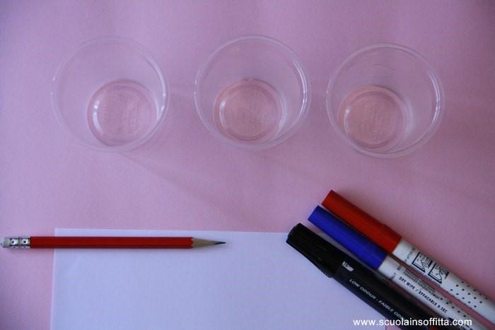 gioco di munari con i bicchieri in plastica
