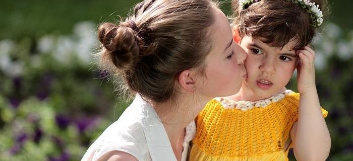 Come crescere sorelle unite: cosa dicono le mamme