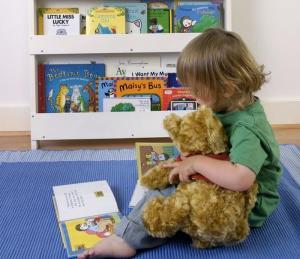 Come creare un perfetto angolo lettura Montessori