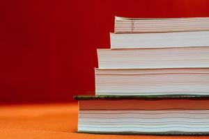 Le 10 citazioni più belle sui libri da usare come dedica