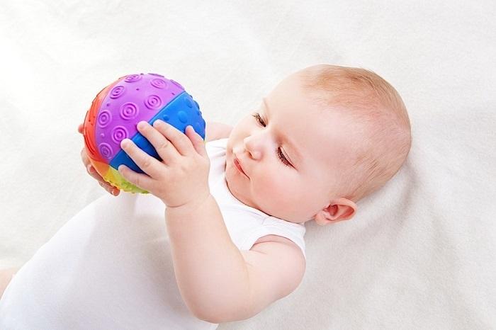palla sensoriale montessori per neonati