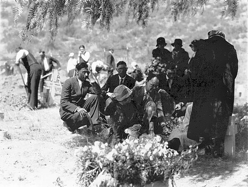 Burial of St. Francis Dam Victims. RUIZ CEMETERY, SAN FRANCISQUITO CANYON. Photos of the St. Francis Dam disaster.
