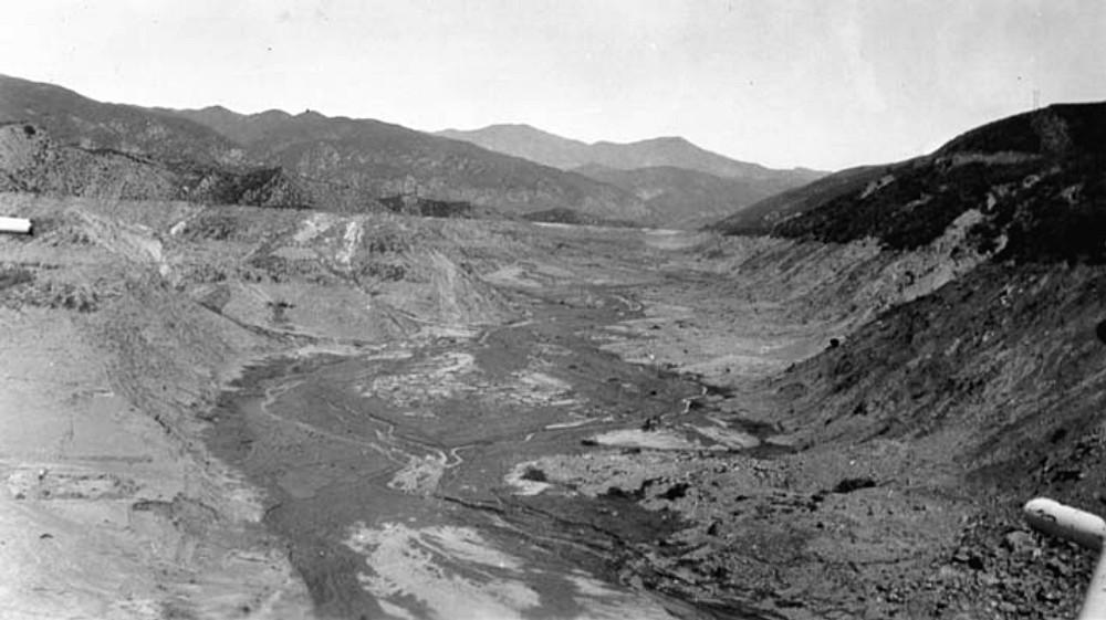 Empty St. Francis Reservoir. SAN FRANCISQUITO CANYON. Photos of the St. Francis Dam disaster.