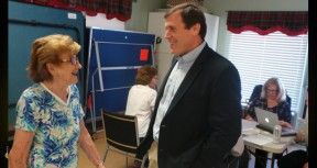 Former Peachland teacher Bess Barber talks to Assemblyman Scott Wilk at an Unclaimed Property workshop. Dozens gathered Friday at the Santa Clarita Valley Senior Center for a bilingual seminar organized by Assemblyman Scott Wilk, R-Santa Clarita, aimed at helping people get what's owed to them.