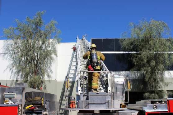 Firefighters determined a malfunctioning air conditioning unit on the roof at 28309 Avenue Crocker caused smoke to enter the building on Monday morning, Sept. 9, 2018. | Photo: Ryan Gilley/Two8Nine Media.