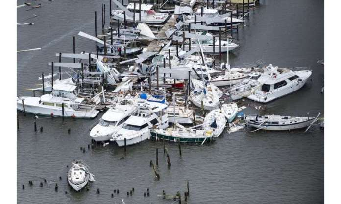 When hurricanes temporarily halt fishing, marine food webs recover quickly