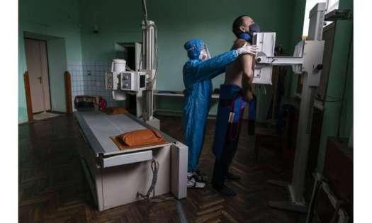 'Catastrophically short of doctors': Virus surges in Ukraine