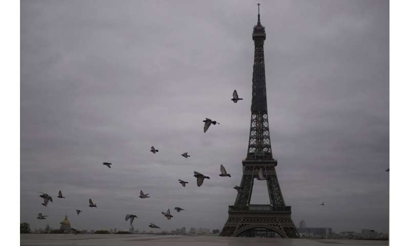 Parisians flee, sidewalks empty as France enters lockdown