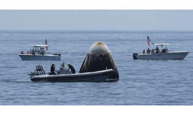 Astronauts: SpaceX Dragon capsule 'alive on descent'