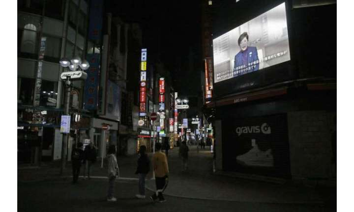 Many Japanese defy appeals to stay home to curb virus