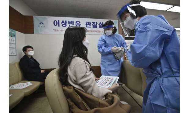 South Korea starts vaccinating, but people over 65 must wait