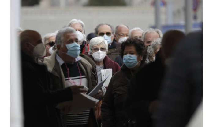 Italy enters 3-day Easter lockdown amid vaccination snags