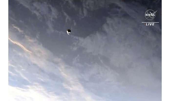 ओल्ड स्पेसएक्स कैप्सूल अंतरिक्ष स्टेशन में नए चालक दल को भेजता है