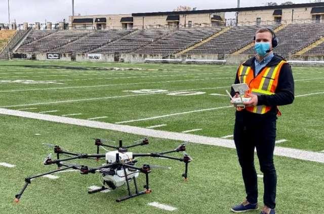 Draganfly dit que ses drones, qui ont été déployés pour désinfecter les stades pendant la pandémie, peuvent être utilisés pour surveiller les problèmes sociaux