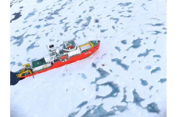 आइसब्रेकर के चक्रवात मुठभेड़ से तेजी से समुद्री बर्फ की गिरावट का पता चलता है