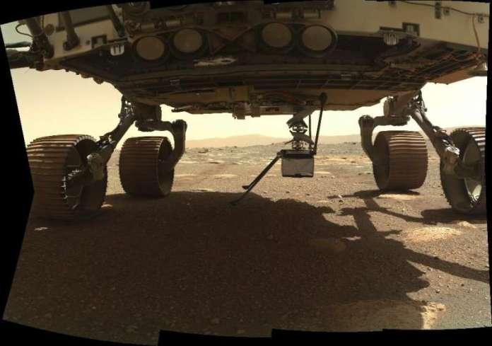 दृढ़ता रोवर के पेट से अलग होने के बाद अब मंगल ग्रह की सतह पर अकेलापन है
